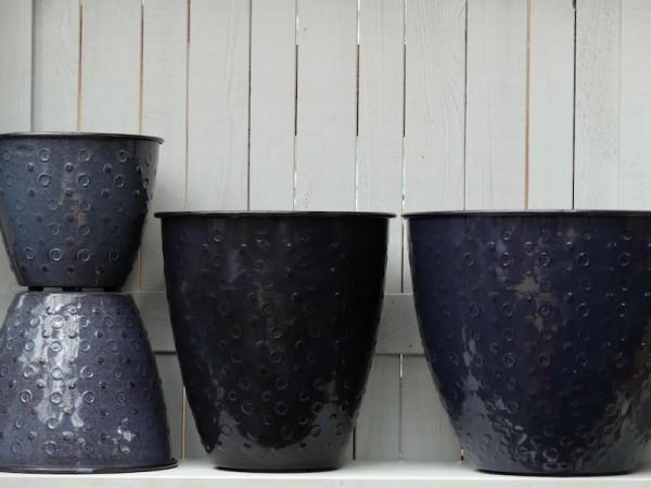Steel Pots Shiva deep blue (der 2. von rechts ist High Shiva)